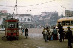 These 25 Pictures Show What Life Was Like in 1990 Hanoi Life Is Like, What Is Life About, Reference Photos For Artists, Hanoi Vietnam, Public Transport, Picture Show, Cambodia, Laos, Night Life