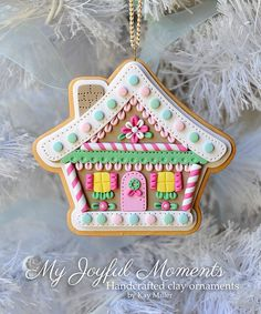 Handcrafted Polymer Clay Gingerbread House par MyJoyfulMoments