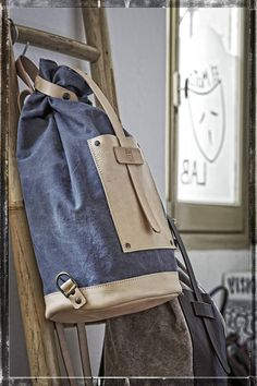 DENIM BACKPACK in full grain vegetable tanned* leather made in italy! If you are looking for an original backpack, Bottiglito is perfect for you! *The leather we used for this backpack is vegetable-tanned cowhide (the worlds best working) left in his appearance NATURAL or undyed . This