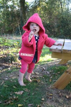 Vestje in madeliefsteek maat Crochet For Kids, Crochet Baby, Baby Vest, Kids Outfits, Winter Hats, How To Make, Diy, Crafts, Clothes