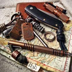 Ready for today's urban adventures - #pocketdump #hanksbyhank #beadsbyhank #bokerknives #bokercoxslim #hindererinvestigator #ansoknives #ansø #steelflamejewelry #grayprecision #stonebrookjewelry #edcpen #keychain #knifecommunity #everydaycarry #usnstagram #usnstagram
