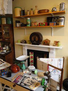 kitchen at Bassetlaw Museum, Retford Diy Kitchen Decor, Rustic Kitchen, Kitchen Design, Cosy Kitchen, Kitchen Layout, 1940s Kitchen, Vintage Kitchen, Look Vintage, Vintage Decor