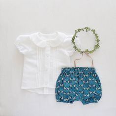 Girls 1st Birthday Outfit, Cake Smash Outfit, Blouse Bloomers Leaf Crown Set, Photo Shoot Prop by moonroomkids on Etsy https://www.etsy.com/listing/244183001/girls-1st-birthday-outfit-cake-smash