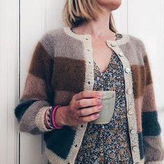 Billedresultat for sorbet cardigan Simple Outfits For Teens, Cute Teen Outfits, Crochet Woman, Knit Crochet, Knitting Patterns Free, Hand Knitting, How To Purl Knit, Drops Design, Knit Jacket