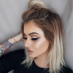 Mocha Cut Crease - Cut Crease Eyeshadow Techniques That Are All Kinds of Chic - Photos - September 28 2019 at Hooded Eye Makeup, Eye Makeup Tips, Makeup Geek, Hair Makeup, Beauty Make-up, Beauty Hacks, Hair Beauty, Beauty Trends, Grey Balayage