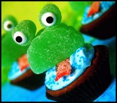 #frog #cupcakes I really need you to come home to make these @Shannon Bellanca Waddell. PLEAAAASSSEE!!