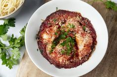 Hou je van een vispannetje aan zee? Maak zelf thuis originele versies klaar. Van Vlaamse klassiekers met een twist tot exotische viscurries! Fish Dishes, Gnocchi, Food For Thought, Italian Recipes, Linguine, Slow Cooker, Seafood, Cabbage, Pork