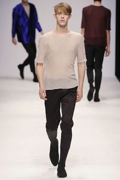 Central Saint Martins Fall 2010 Ready-to-Wear - Collection - Gallery - Style.com