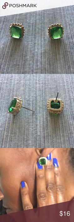 Jewelmint Emerald Green and Gold Stud Earrings These glorious square stud earrings are the most stunning emerald green hue! Whether you're a May baby (birthstone), need something festive for all of the upcoming holiday parties, or you just LOVE this color, these beauts will NOT disappoint! Add them to your collection today! Jewelmint Jewelry Earrings