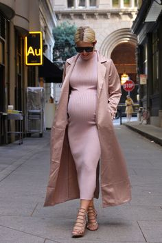 Here's What Happens When a Pregnant Woman Dressed Like Kim Kardashian for a Week