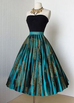 fabulous MAYA DE MEXICO original hand-painted cotton pin-up full circle skirt wit style dress. Black and blue. My Style. Vestidos Vintage, Vintage Dresses, Vintage Outfits, Vintage Fashion, Vintage Skirt, Vintage Clothing, Vintage Couture, Vintage Prom, Vintage Ideas