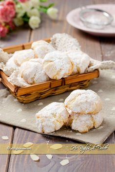 Amaretti from Italy - HQ Recipes Biscotti Cookies, Almond Cookies, Chocolate Cookies, Dessert Dishes, Dessert Recipes, My Favorite Food, Favorite Recipes, Biscuits, Italian Dinner Recipes