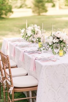 La Tavola Fine Linen Rental: Trouseau Vapor with Tuscany Light Pink Napkins | Photographer: Cassi Claire, Venue: The Inn at Fernbrook Farms in Chesterfield, NJ, Workshop: Hello, Artist Workshop, Event Styling: Hanalulu Co., Florals: Viburnum Designs