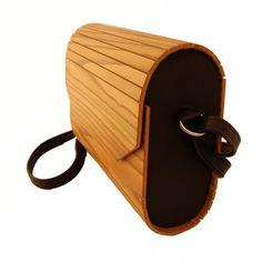 Handtasche aus Essigbaumholz und Leder