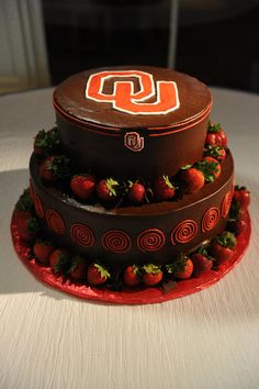 OU and chocolate covered strawberries. Wonder if I can talk them into this :) Cake Icing, Cupcake Cakes, Cupcakes, Yummy Treats, Sweet Treats, Oklahoma Sooners, Chocolate Covered Strawberries, Let Them Eat Cake, Cake Designs