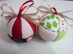 Bolas de isopor Natalina para enfeitar a sua casa, pendurar na Árvore de Natal ou em guirlandas,enfeitar a mesa no Natal, as caixas de presentes  Tamanho 75mm Confeccionados em tecidos 100% algodão.  Pedido minimo 6 unidades. R$ 5,60