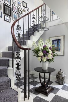Traditional Staircase Design Ideas, Pictures, Remodel and Decor Stair Railing Design, Staircase Railings, Curved Staircase, Modern Staircase, Stairways, Staircase Ideas, Banisters, Staircase Decoration, Iron Railings