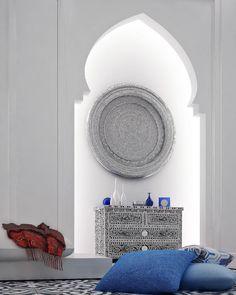 Love the Syrian Chest: Moroccan Style Interior Design. www.decorarconarte.com