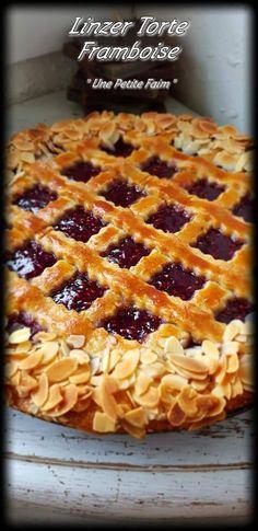 Linzer Tart, Easy Desserts, Dessert Recipes, My Favorite Food, Favorite Recipes, Dessert Aux Fruits, Torte Cake, Icebox Cake, Biscuits