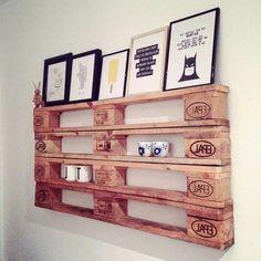 meuble en palette de bois, tableaux citations