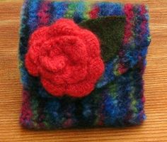 Free Tutorial:Recycled Felted Sweater Purse