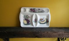ITEM Vintage Beswick hors doeuvres plate * Beswick Ware 1638 * vintage table wear * display plate * A lovely retro item with five compartments and a hand painted fruit and vegetable design. In fabulous condition with no chips or cracks. Looks fabulous displayed in the kitchen, either on the wall or propped up on a shelf. Could also be used as it was originally intended to serve nibbles (crisps, nuts etc). Back stamp with Beswick England 1638. Please contact me with any questions or if I can…
