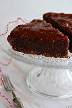 Cheesecake vegana al cioccolato Raw Vegan Desserts, Vegan Treats, Vegan Dishes, Healthy Treats, Delicious Desserts, Vegan Food, Dairy Free Recipes, Raw Food Recipes, Dessert Recipes