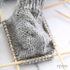 Knitting Pattern Baby Booties- Strickanleitung Baby Booties Source: Rest of wool or cotton Needle play, needle size Sizes: Newborn months / 3 – 6 months. Abbreviations: M = mesh re = right stitch left = left stitch … - Baby Booties Knitting Pattern, Crochet Baby Booties, Baby Knitting Patterns, Knitting Socks, Baby Patterns, Knitted Baby Blankets, Baby Girl Blankets, Knitted Hats, Baby Chucks