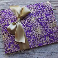 Wedding Guest Book Purple and Gold Flowers par EmersonBindery