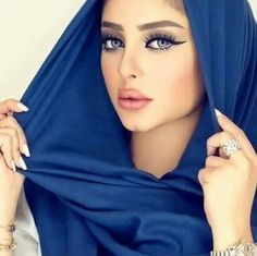 Alina Boz, Beautiful Muslim Women, Home Office Chairs, Cosmetology, Wedding Colors, Veil, Make Up, Bodycon Dress, Pretty