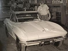 Midyear Monday celebrates the generation Corvette that was built from with a special weekly photo gallery. 1967 Corvette Stingray, Old Corvette, 2014 Corvette, Classic Corvette, Chevrolet Corvette, Us Cars, Sport Cars, My Dream Car, Dream Cars