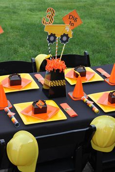 Construction, Dump Trucks Birthday Party Ideas | Photo 1 of 49 | Catch My Party