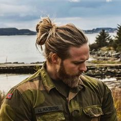 #manbunmonday long time no see I've been told that I don't post enough manbun pics.. What the followers demand, I shall deliver Have a great week boys and girls! ⚓️ : @elockert