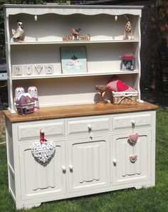Beautiful painted Oak dresser with acorn detail.