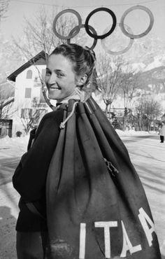 Giuliana Chenal-Minuzzo è la prima azzurra a conquistare il podio alle Olimpiadi invernali: nel 1952 a Oslo, viene premiata, unica italiana, con la medaglia di bronzo nella discesa libera. La Chenal si riconferma sul podio anche nelle Olimpiadi invernali di Squaw Valley, nel 1960.