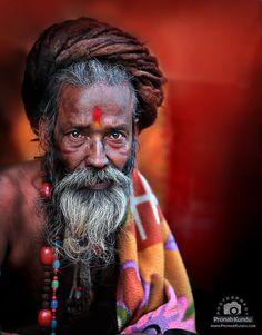 man of India (Pronab Kundu) Old Man Portrait, Portrait Art, Portrait Photography Men, Street Photography, We Are The World, People Around The World, Acrylic Portrait Painting, Apocalypse Art, Best Digital Camera