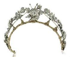 Um antigo colar de diamantes / TIARA