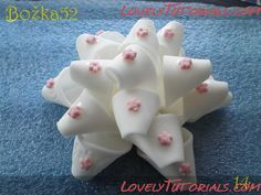 How to make about 20 different kinds of fondant bows.