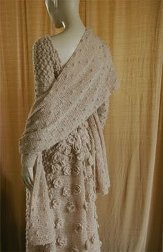 Платье La lana que he utilizado es de la serie Ilusión, 60% Mohair Super Kid, 25% Poliamida y 15% Merino extra fine, de lanas Katia.