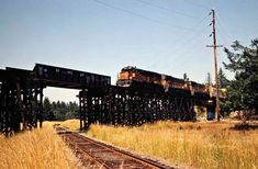 Railroad Photography, Art Photography, West Virginia History, Beach Vacation Outfits, Milwaukee Road, Railroad Pictures, Railroad History, Burlington Northern, Old Trains