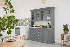 The Bellegra Kitchen Dresser from our Limited Edition collection. This design features a gorgeous high gloss Carrara marble worktop. Kitchen Dresser, Kitchen Furniture, Furniture Design, Marble Worktops, Carrara Marble, Order Kitchen, Glass Shelves, High Gloss, Kitchens