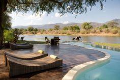 Une piscine au coeur de la Savane au Chongwe River House