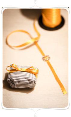 Veja aqui como criar uma linda embalagem de bem casado com tecido , siga o passo a passo e tenha u