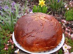 Bramborový bochánek (mazanec) Garden Pots, Pesto, Tray, Pudding, Food, Garden Planters, Custard Pudding, Essen, Trays