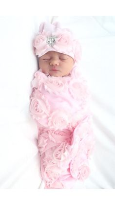 Baby Girl Swaddle blanket Pink Newborn Swaddle Blanket Pink Receiving Blanket with Pink Shabby Chiffon Flowers Baby Wickeldecke Pink. Newborn Pictures, Baby Pictures, Baby Massage, Baby Girl Beanies, Wiedergeborene Babys, Toddler Headbands, Swaddle Blanket, Swaddling Blankets, Reborn Babies