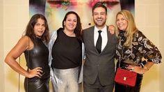 A cobertura da semana da moda de Paris dá trabalho - e muito! - mas também rende muitos momentos de celebração e alegria. Esta noite nosso Vogue team - @danielafalcao1 @srogar @brunoastuto e @donatameirelles - comemora a temporada com amigos brasileiros e fashionistas no @thepeninsulaparis. Cheers! (Foto @luizaferraz/@fashiontomax) #voguenapfw  via VOGUE BRASIL MAGAZINE OFFICIAL INSTAGRAM - Fashion Campaigns  Haute Couture  Advertising  Editorial Photography  Magazine Cover Designs…
