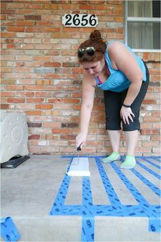 Patio makeover with paint on concrete! I had NO IDEA you could paint concrete! This concrete painted rug is so cute and exactly what i need to make our boring patio a bit more inviting and fun. I can definitely spend an hour or two to do this.