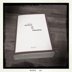 """Étouffant & ennuyant...  """"Claustria"""", Régis Jauffret. Éd. Seuil, 21,90 euros."""
