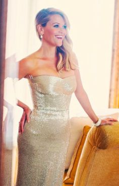 Reese Witherspoon Was Pure Glamour for the Golden Globes Reese Witherspoon, Celebrity Beauty, Celebrity Style, Celebrity Couples, Katie Holmes, Silver Dress, Gold Gown, Golden Globes, Celebs