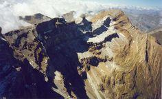 Le haut du Cirque de Gavarnie dans les Pyrénées #voyage #france #mountain #pyrenees